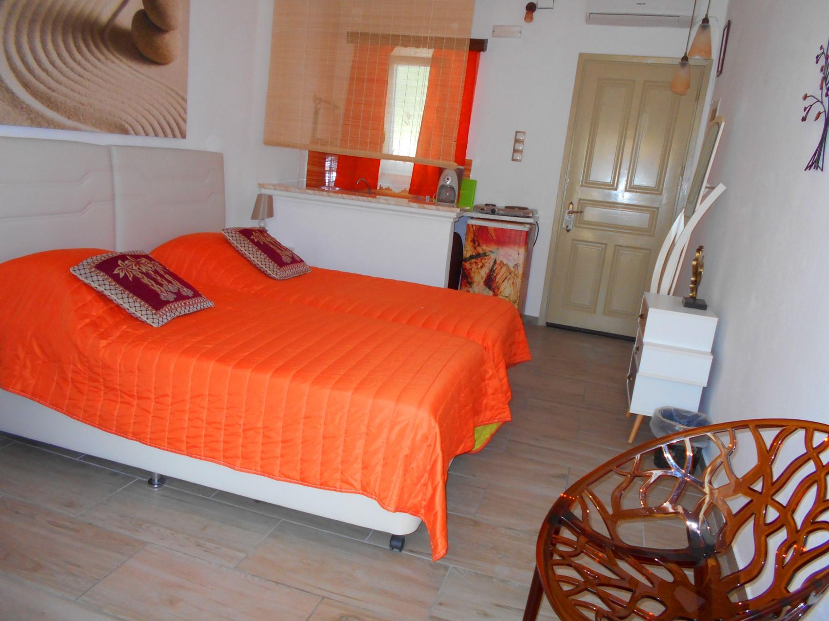 Double or Twin Room with Kitchenette Pool view - La Veranda of Mykonos